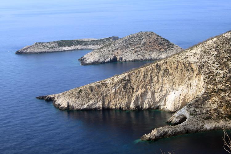 Вид на хребты с Порто Вроми