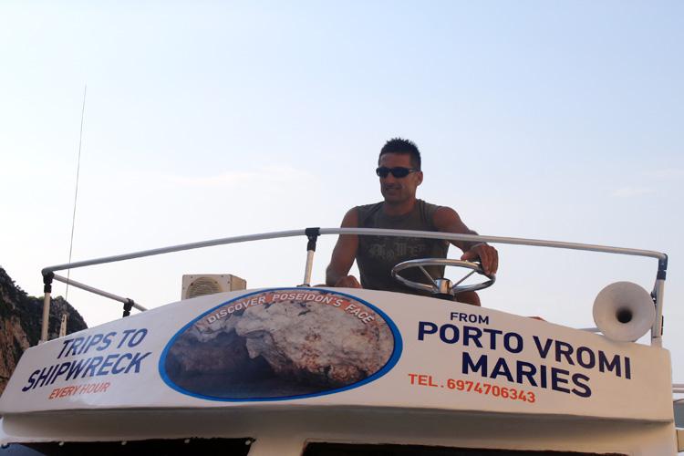 Капитан, который привез нас с Бухты Навагио на остров Закинтос
