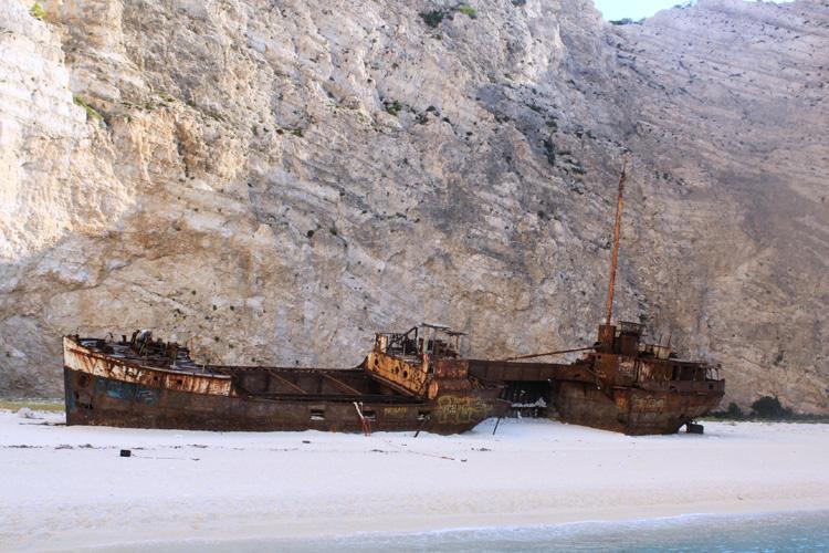 Затонувший корабль в Бухте Навагио