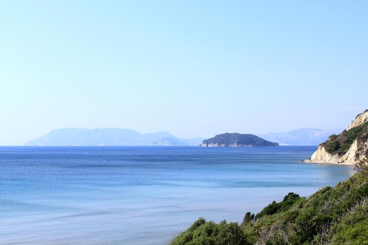 Вид на острова с пляжа Геракас