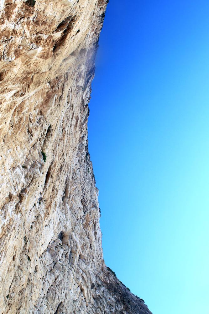 Скалы и небо в бухте Навагио