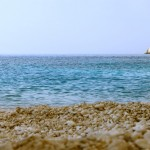 Галька и море